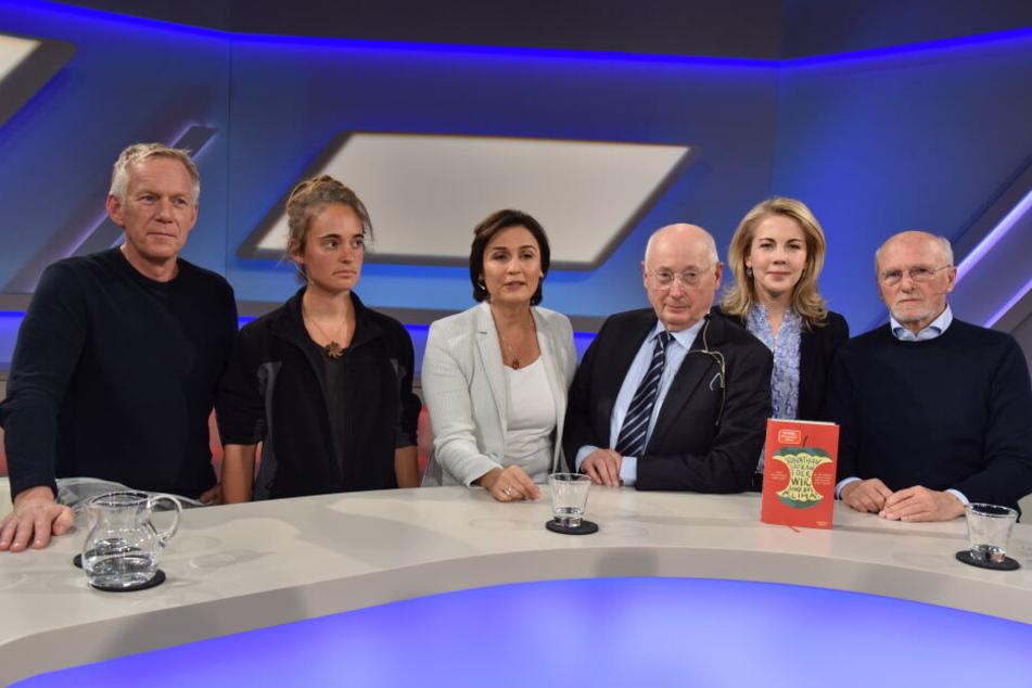 "Johannes B. Kerner, Carola Rackete, Sandra Maischberger, Stefan Aust, Linda Teutenberg und Dirk Roßmann bei ""Maischberger die Woche""."