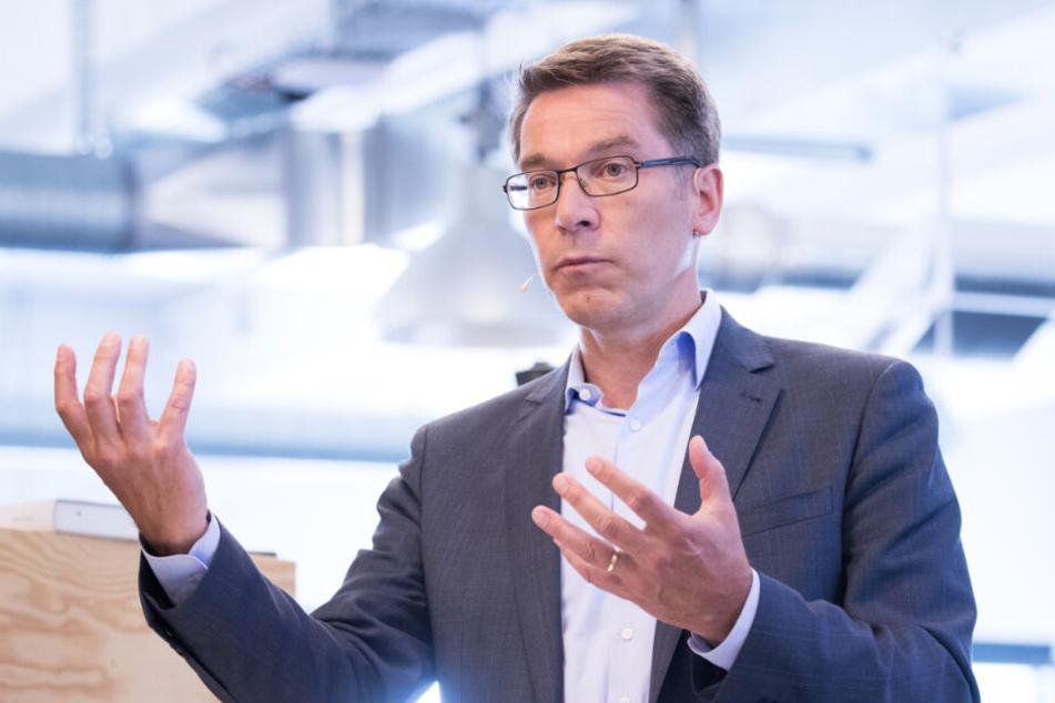 Alexander Birken, Vorstandsvorsitzender der Otto Group, will den Handels- und Dienstleistungskonzerns in eine klimaneutrale Zukunft führen. (Archivbild)