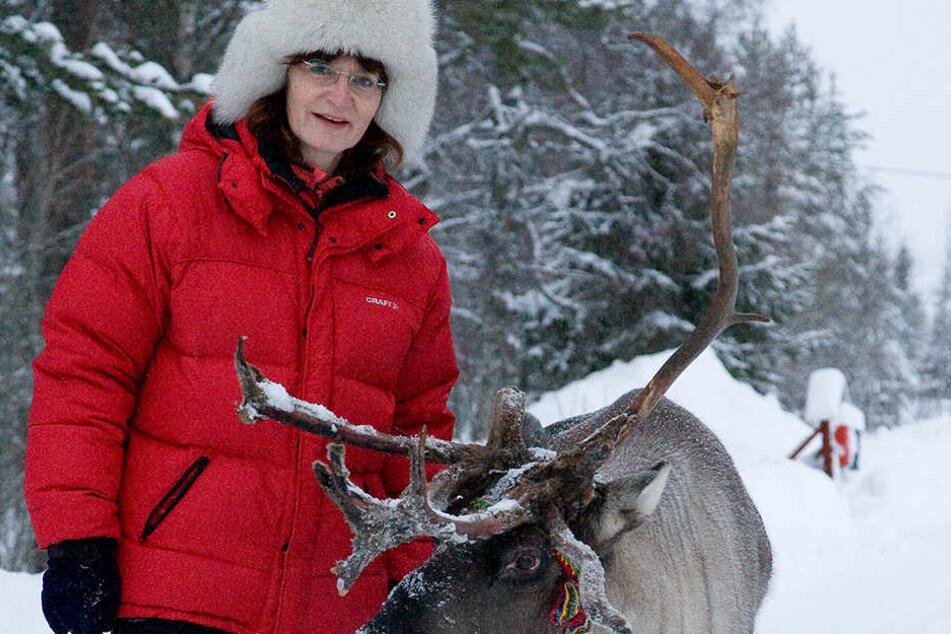 Dick eingemummelt gegen die Kälte, genießt Uta Fransson ihr neues Leben in Lappland.
