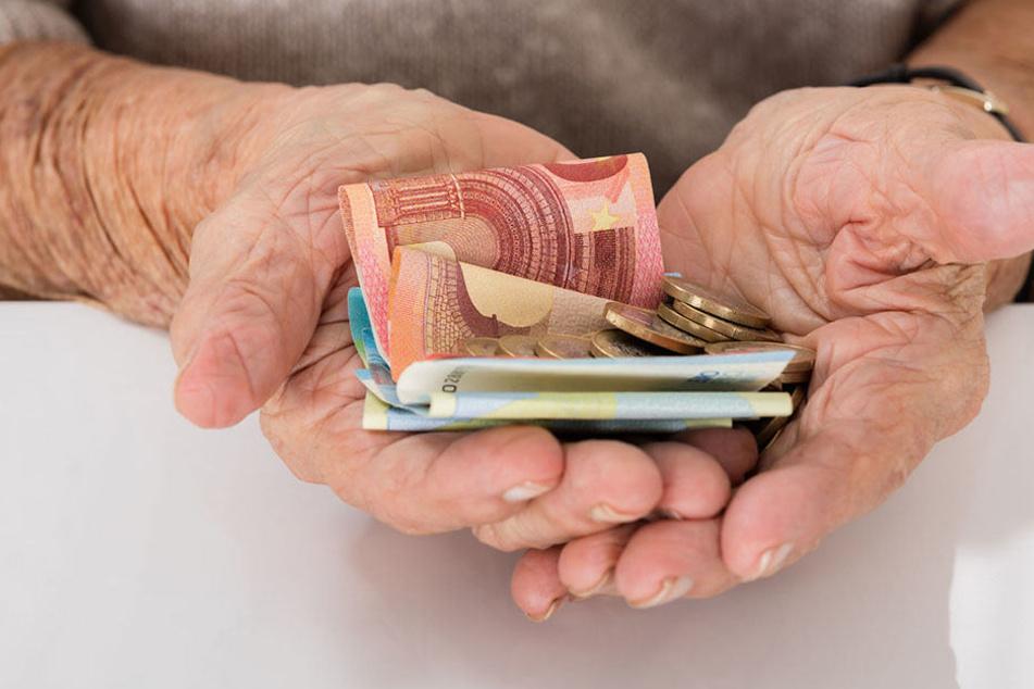 Die ehemalige Angestellte der JVA Herford will nicht 10 Euro weniger Rente im Monat bekommen. (Symbolbild)