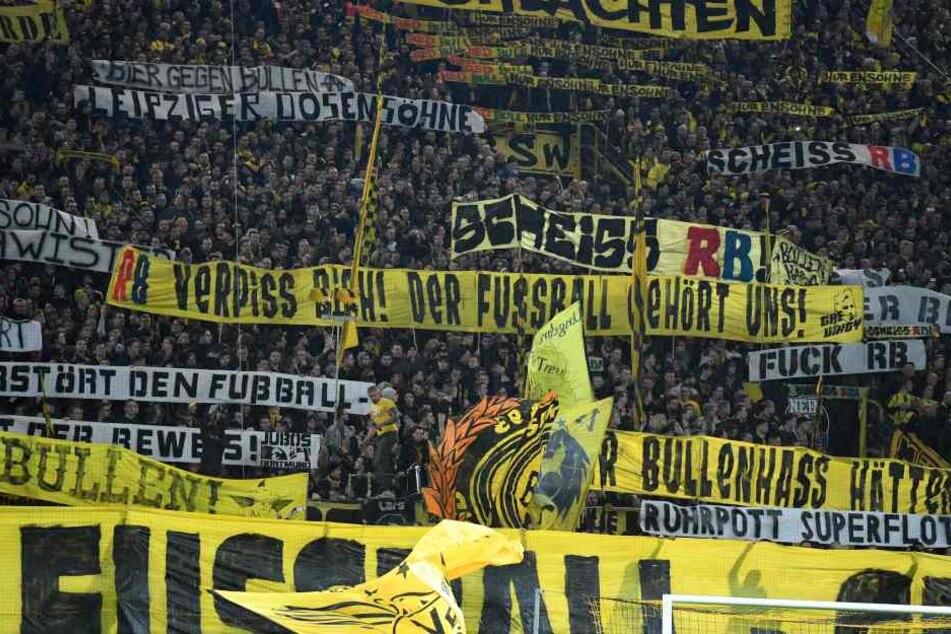 Die Dortmunder hielten einige Banner auf, die unter der Gürtellinie waren.