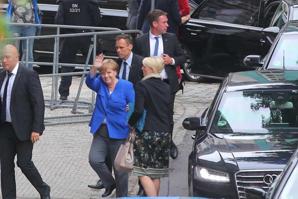 Promi-Auflauf in Dresden: Angela Merkel unterstützt Ministerpräsident Michael Kretschmer vor der Landtagswahl.