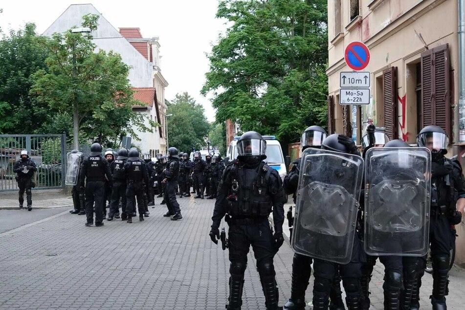 Die Demonstration war eine Reaktion auf Hausdurchsuchungen.