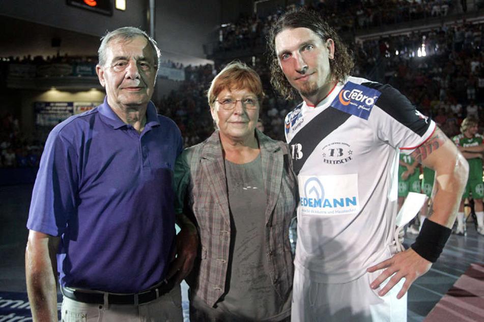Ein Bild aus vergangen Tagen: Stefan Kretzschmar mit seiner Mutter und seinem Vater im Jahr 2007.
