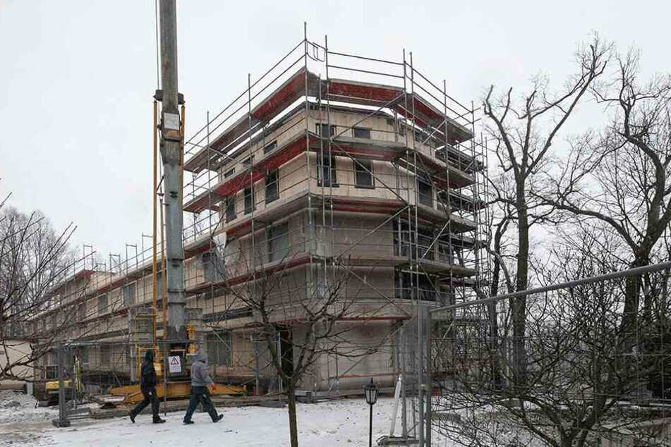 """Am Seeflügel des Hotels """"Bei Schumann"""" wird kräftig gebaut. Im Februar soll Richtfest gefeiert werden."""