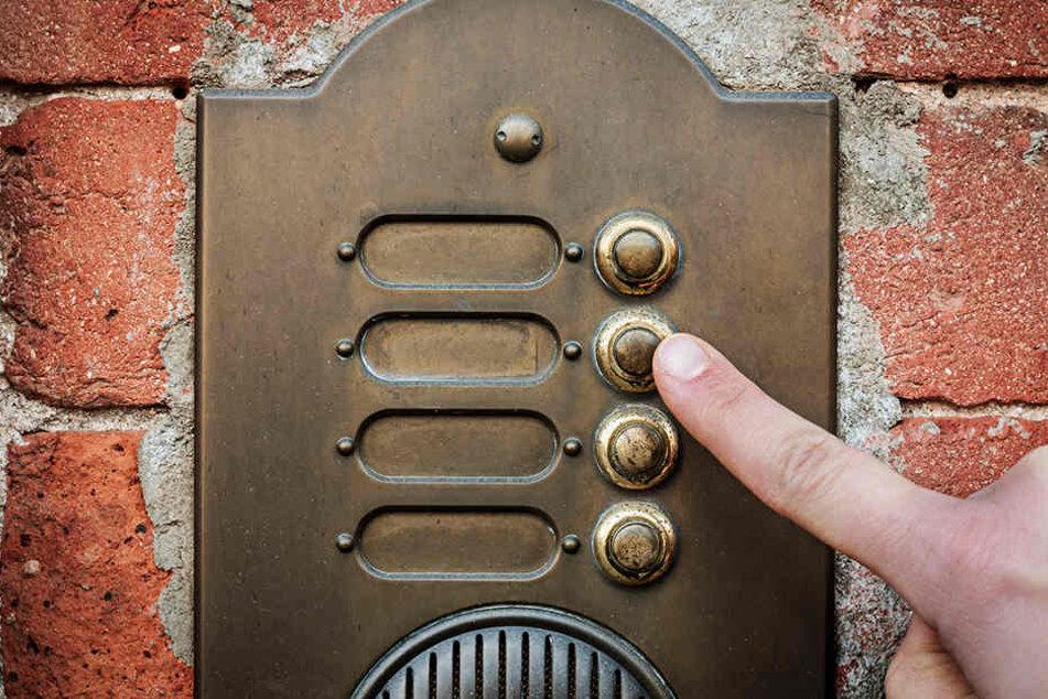 Interviewer der Stadt klingeln schon bald an vielen Haustüren. (Symbolbild)