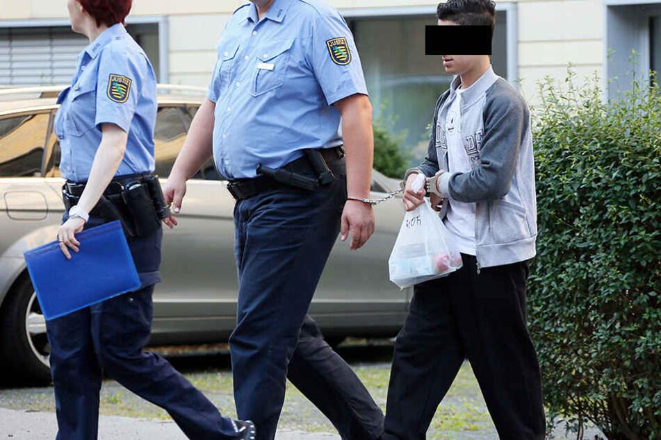 Mohammad A. (16) auf dem Weg ins Gericht.