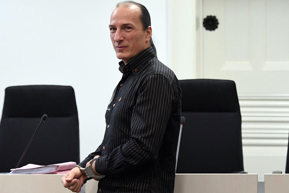 Peter Fitzek kommt vorläufig frei. Die 13. Strafkammer des Landgerichts Halle (Saale) hob den Untersuchungshaftbefehl gegen ihn auf. (Archivbild)