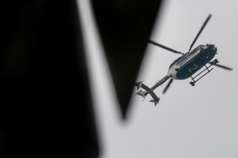Auch ein Polizeihubschrauber wurde bei der Fahndung nach dem Mann eingesetzt. (Symbolbild)