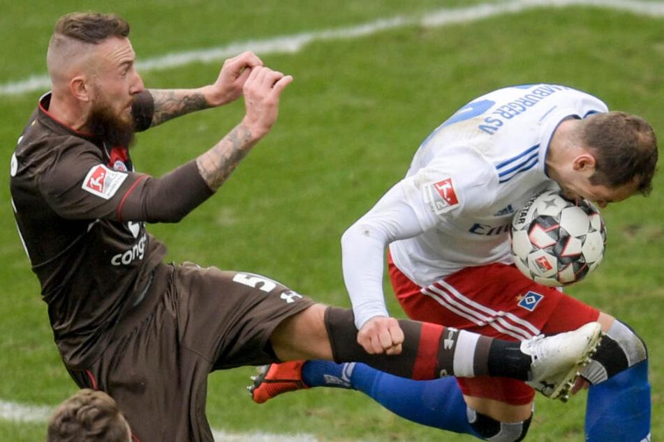 Der Mittelfeldspieler geht in den Zweikämpfen dahin, wo es wehtut. Im Derby bekam dies HSV-Stürmer Pierre-Michel Lasogga zu spüren.