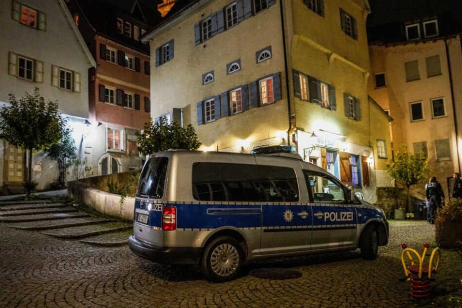 Bar-Mitarbeiter angegriffen und schwer verletzt: Polizei nimmt Tatverdächtigen fest!