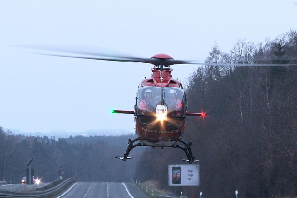 Auch ein Rettungshubschrauber war bei dem Unfall im Einsatz, die Autobahn musste dafür kurzzeitig gesperrt werden.