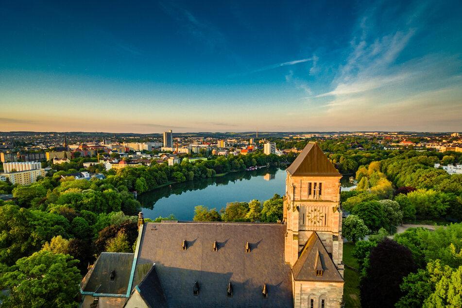 Blick von der Stadtmitte zu den Bergen im Süden: Geologen sagen, dass Chemnitz als Unterschicht Erzgebirge habe.