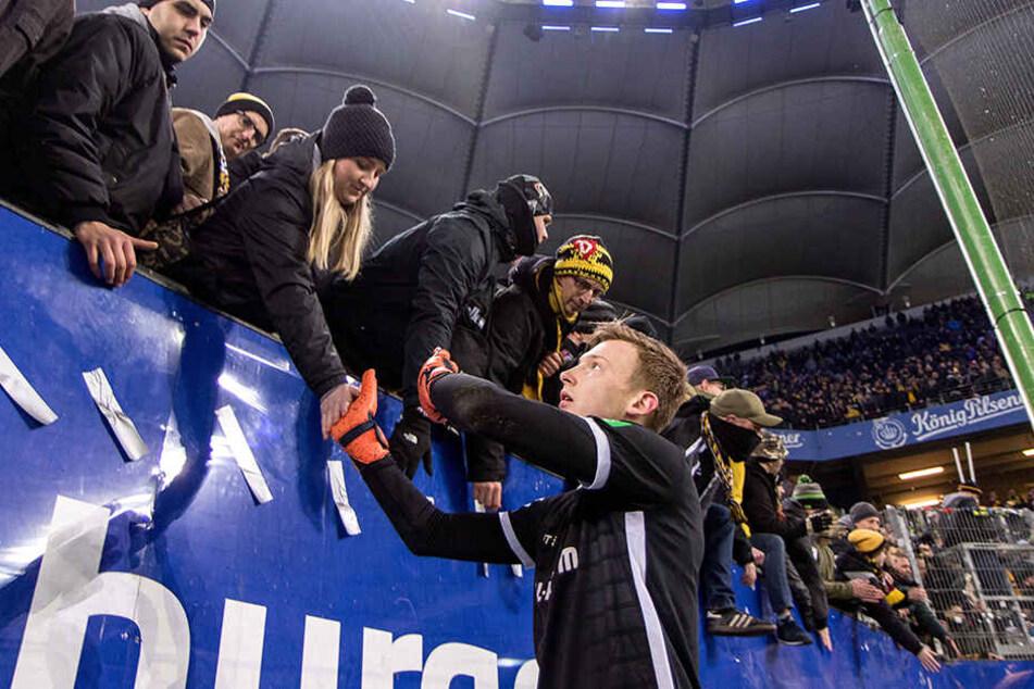 Auch von den mitgereisten Dynamo-Fans gab es für Markus Schubert vor allem aufmunternde Worte.