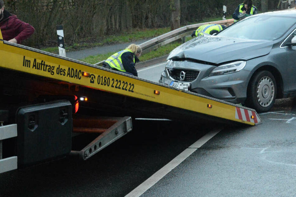 Beide Autos mussten abgeschleppt werden.