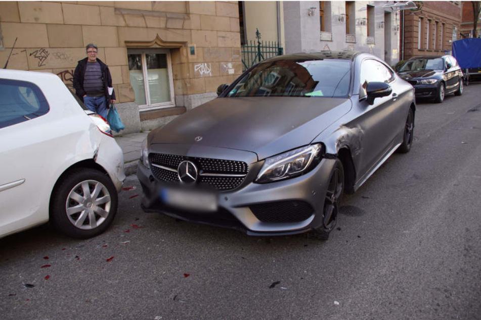 Der Mercedes nach dem Unfall.