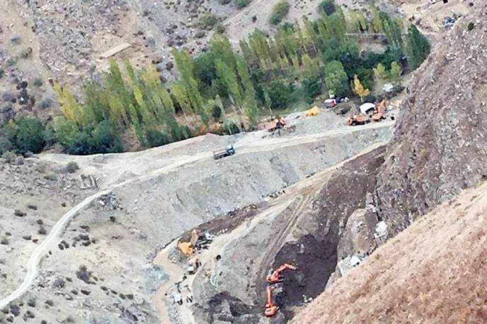 Mine eingestürzt: Mindestens 35 Tote, viele Männer eingeschlossen