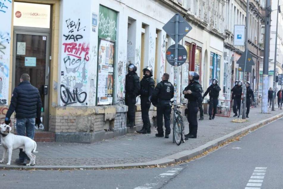 Beamte der Polizei begaben sich daraufhin in das Gebäude. Der Fall soll genauer geprüft werden.