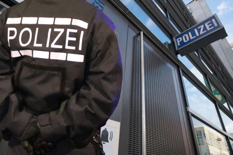 Fünf Beamte aus dem Frankfurter 1. Revier wurden vom Dienst suspendiert (Symbolbild).