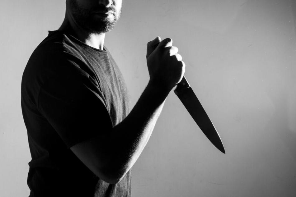 Ein 30-Jähriger soll seine Eltern mit einem Messer erstochen haben (Symbolbild).