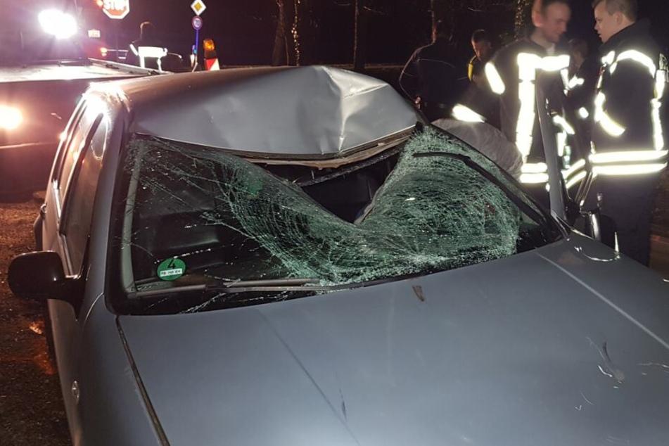Horror-Unfall: Radfahrer wird von rasendem Auto erfasst und ist sofort tot