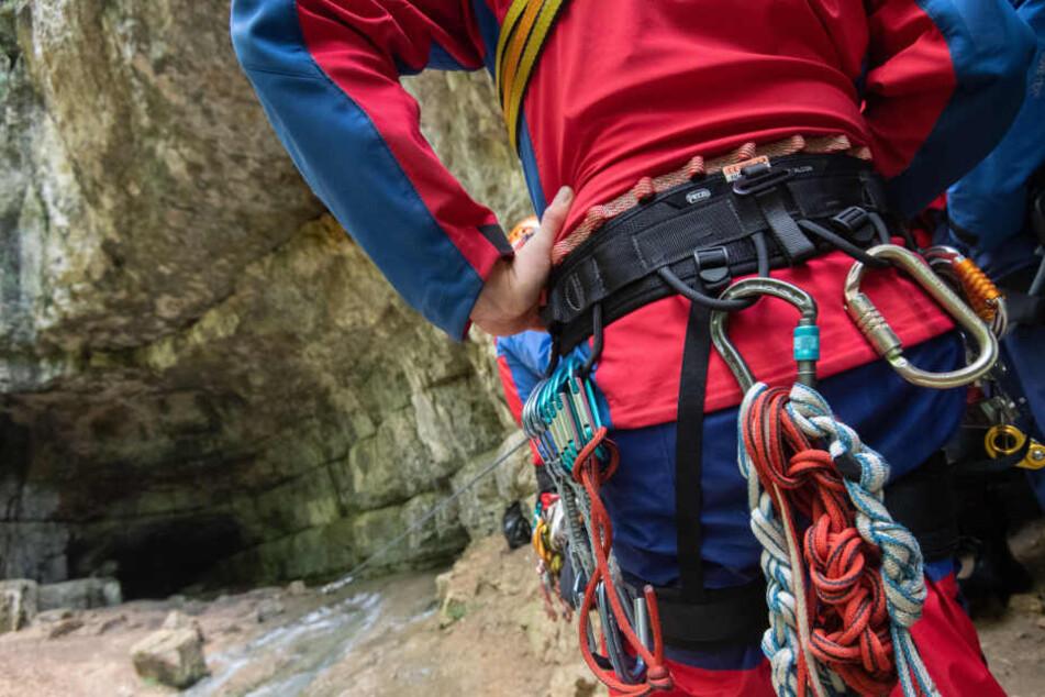 Kinder allein unterwegs: Bergwacht rettet Jungen (9) und Mädchen (8) von zehn Meter hohem Felsen