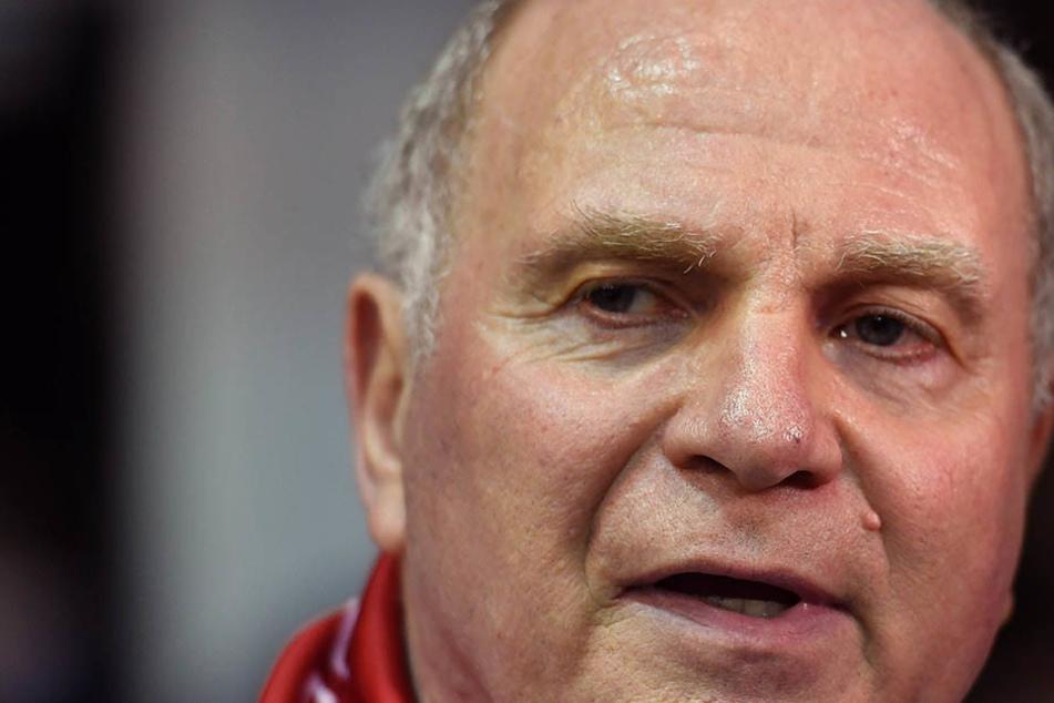 Uli Hoeneß (64) ist superzufrieden mit der Vorstellung seiner Bayern gegen RB.