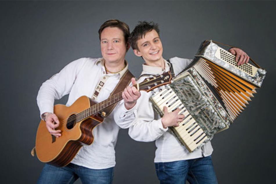 Marc Tyson und Rocco Löser (v.l.) sind zusammen als Volksmusik-Duo unterwegs.