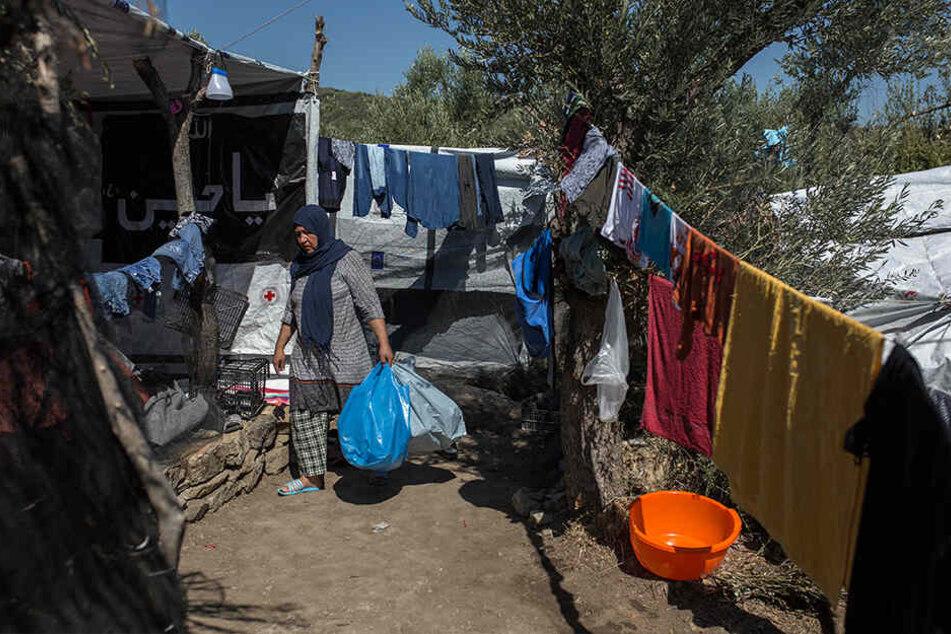 Eine Frau im Flüchtlingslager Moria auf Lesbos.