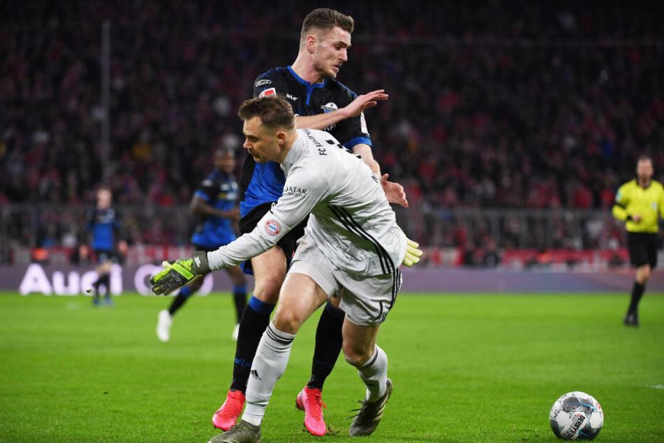 Manuel Neuer leistete sich beim Rauslaufen einen untypischen Fehler - mit Folgen.