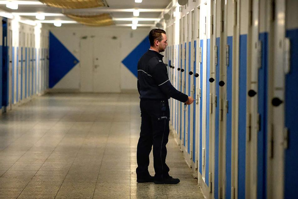 20 von den 46 Inhaftierten sind wegen terroristischer Straftaten oder schwerer staatsgefährdender Straftaten verurteilt.