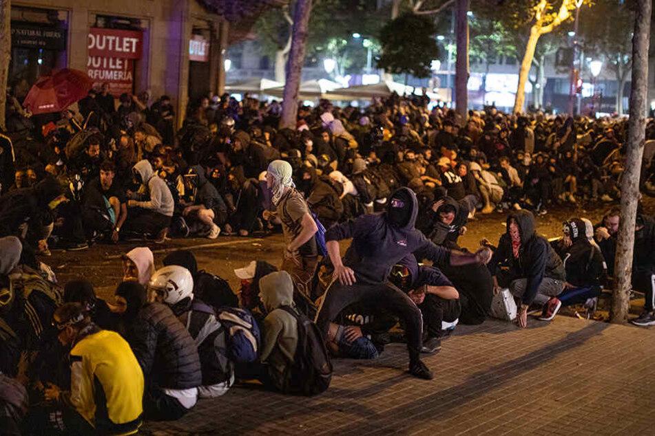 Ausschreitungen und Proteste in Barcelona. Die Unruhen werden wieder deutlich strenger.