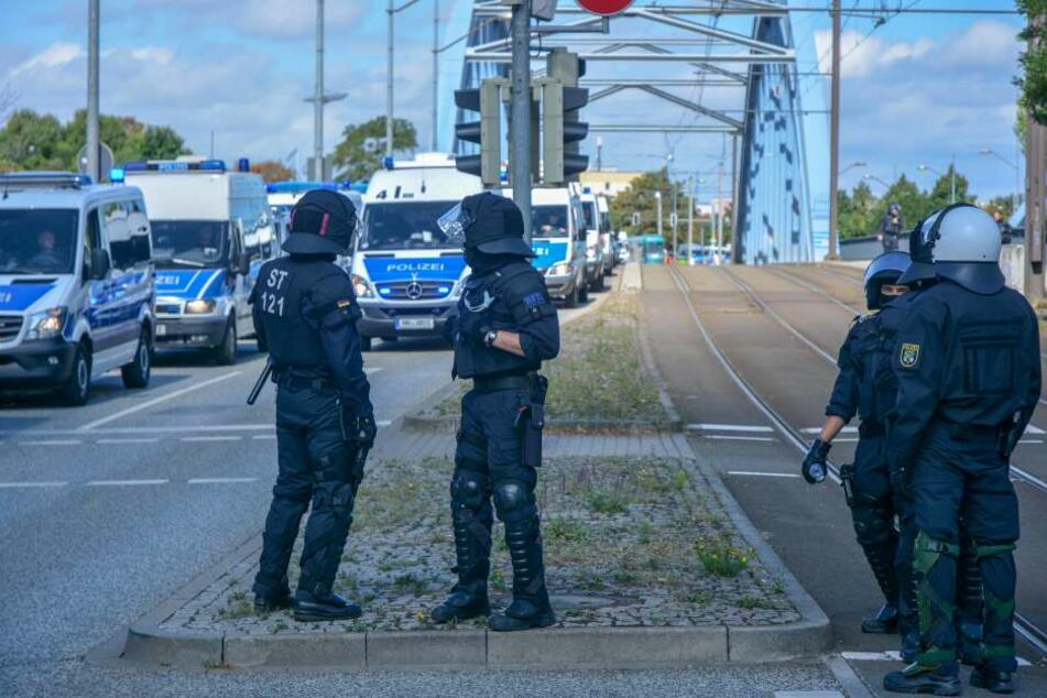 Die Märsche wurden unter großem Polizeischutz durchgeführt.