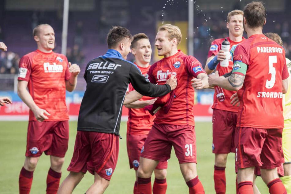 Jubelchöre: In den letzten drei Spielen gab es 16:0 Tore für den SC Paderborn.