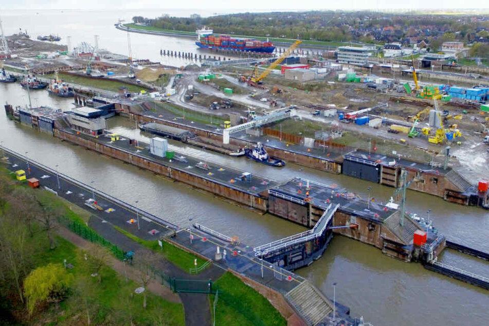 Blick auf die Schleusen am Nord-Ostsee-Kanal: Der Bau der großen fünften Schleusenkammer am Nord-Ostsee-Kanal in Brunsbüttel verzögert sich.