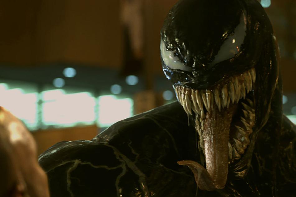 """Reißerisch: Menschen-fressendes Comic-Monster """"Venom"""" beißt sich durch die Kinos"""