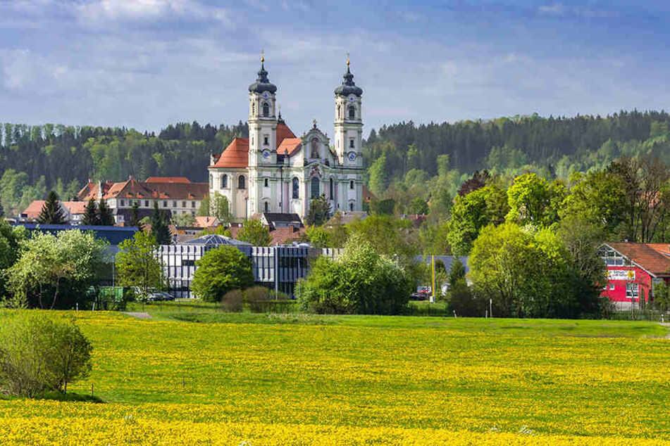 Das Benediktinerkloster im bayerischen Ottobeuren hat die jungen Männer für einige Tage aufgenommen.