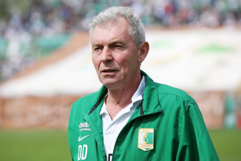 Chemies Trainer Dietmar Demuth (63) will mit seiner Mannschaft auch in der kommenden Saison in der Regionalliga spielen.