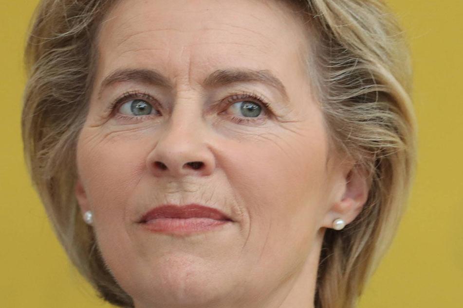 Bundesverteidigungsministerin Ursula von der Leyen (59, CDU).