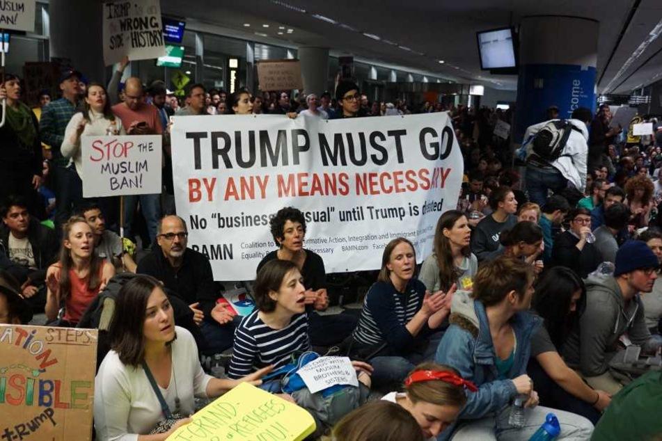 Von Beginn an gab es heftige Proteste gegen den Einreisebann von Trump.