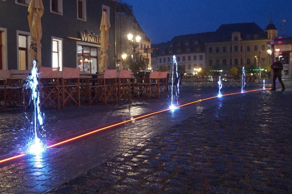 Das neue Wasserspiel auf dem Zwickauer Hauptmarkt ist eine Woche nach der Einweihung schon wieder defekt.