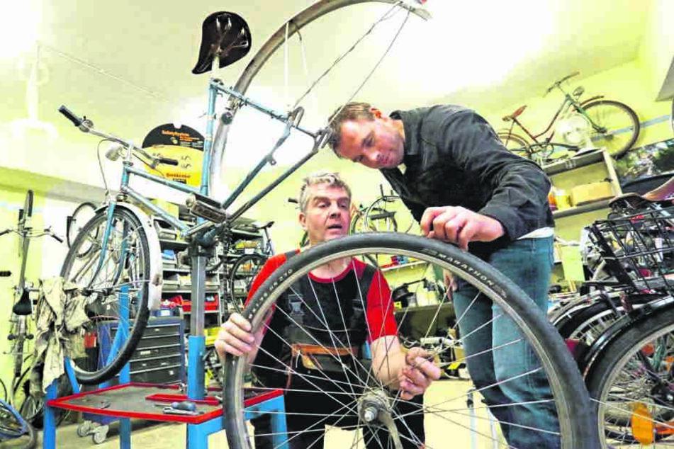 Bei der Lebenshilfe werden alte Fahrräder wieder repariert.