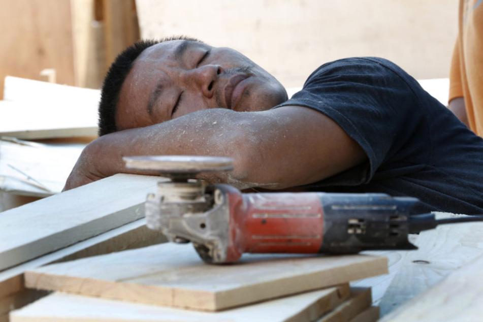 Rund 15 Minuten Schlaf sind nach Expertenangaben am besten. (Symbolbild)