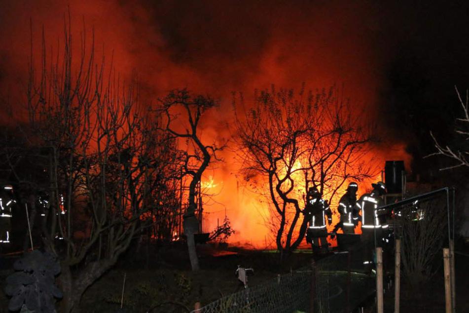 Angst vor Brandstifter wächst: Erneut brennt Laube