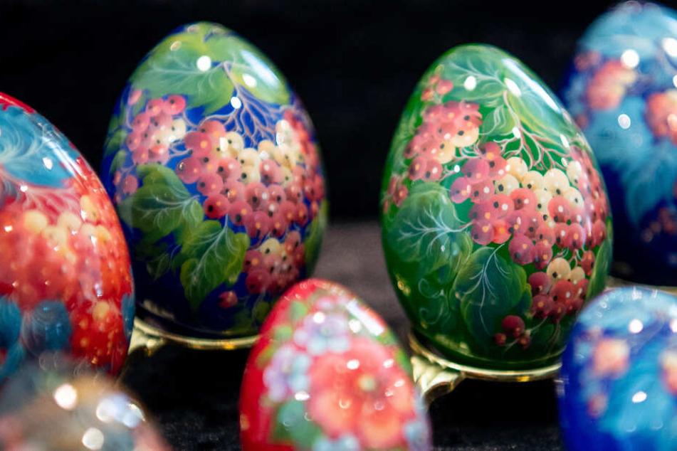 Die auf die Eier gemalte Kalinka-Beere ist in Russland ein Symbol für die Liebe.