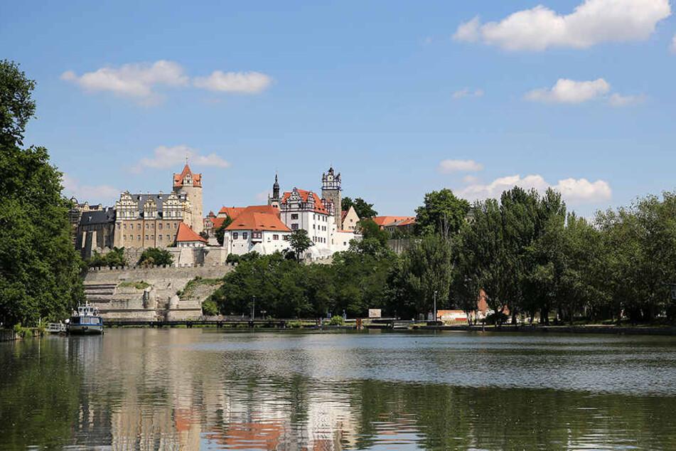 Bernburg an der Saale. Hier sprang der 33-Jährige einfach über die Schlossmauer in den eiskalten Fluss.