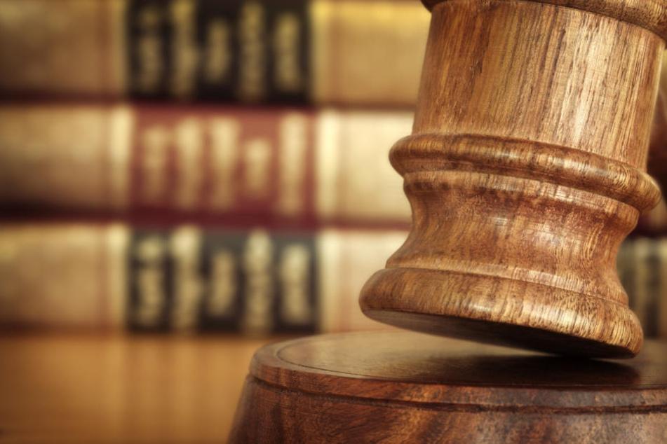 Der Richter sah die Schuld des Angeklagten als erwiesen an. (Symbolbild)