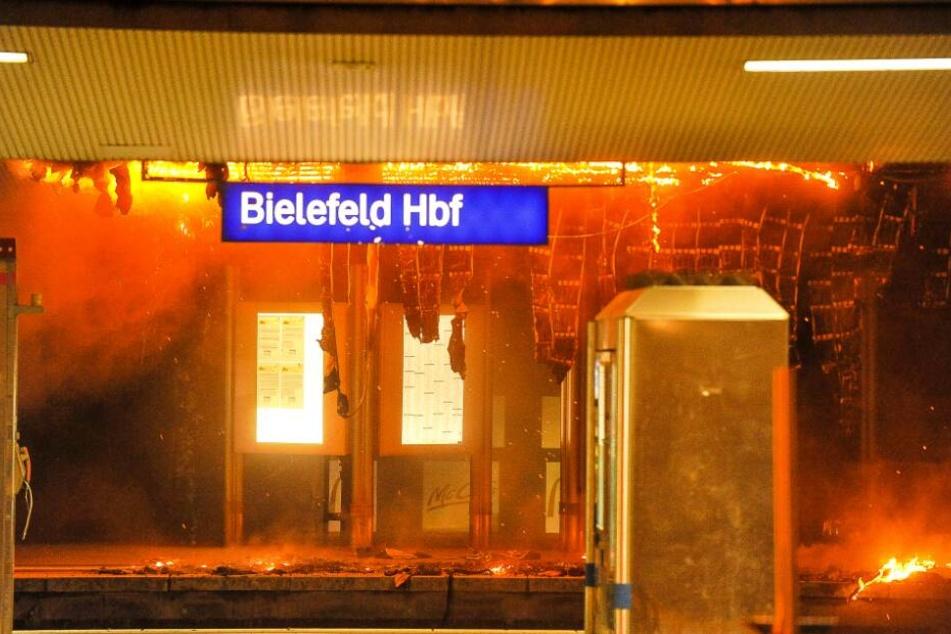 Das Feuer zerstörte einen großen Teil des Hauptbahnhofs.