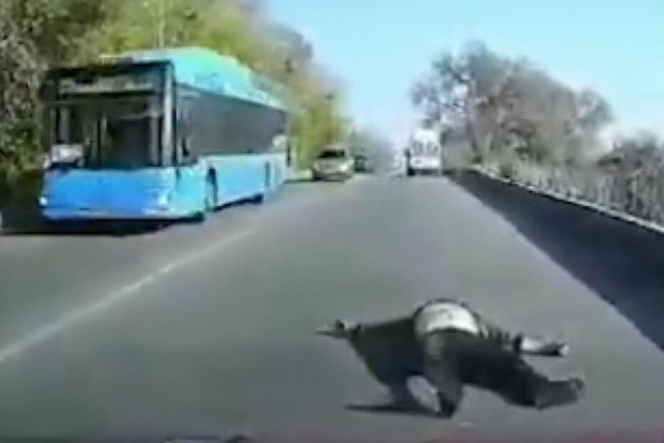 Der Patient blieb auf der Straße liegen, der Krankenwagen fuhr weiter, als wäre nichts gewesen.