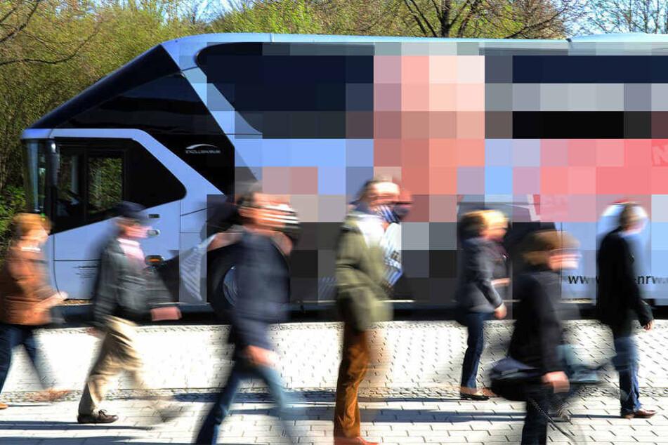 Wahlkampf-Busse sollen politische Werbung verbreiten. (Symbolbild)
